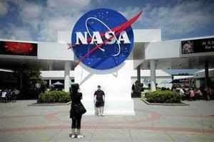 Nasa looks for high-tech airships
