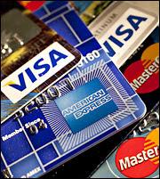 Φόρο στις αναλήψεις μετρητού ζητούν οι τραπεζίτες-Στόχος να χτυπηθεί το μαύρο χρήμα