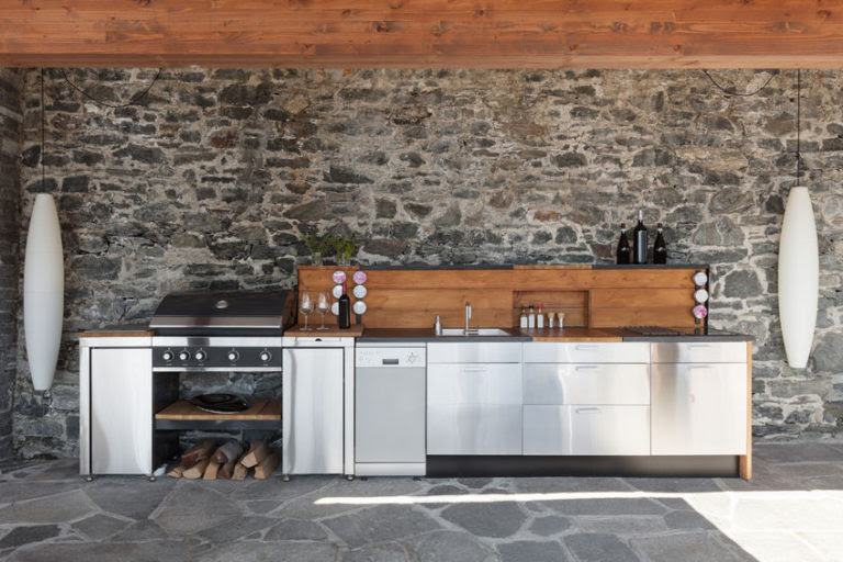 Counter Vs Barstools Choosing Seating For Your Outdoor Kitchen