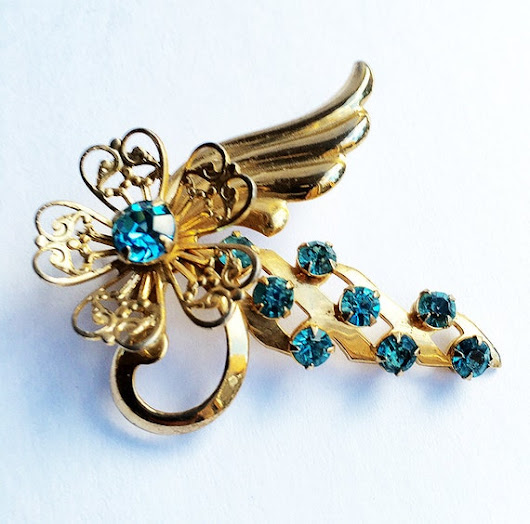 Floral Motif Brooch with Light Blue Rhinestones Vintage