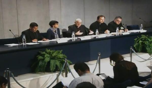 Padre Lombardi durante apresentação do relatório conclusivo à imprensa / Foto: Reprodução CTV