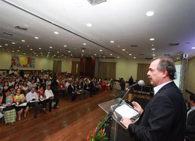 O ministro Aloizio Mercadante participa do Encontro de Prefeitos da Bahia (Foto: divulgação)