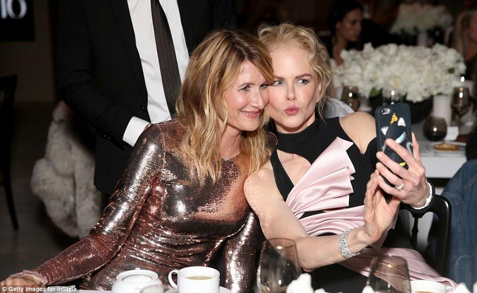 tempo selfie: Nicole e Laura estavam tendo algum divertimento posar na festança