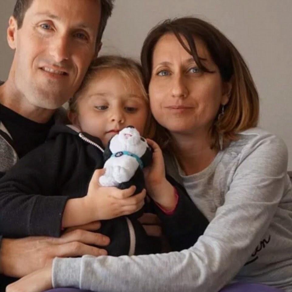 Alexandre Torre, Christelle Nunez e sua filha Lous estão em falta de acordo com a mídia social