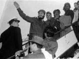 15 de abril. Fidel parte desde La Habana rumbo a Estados Unidos al frente de la delegacion cubana. Foto: Revolución.