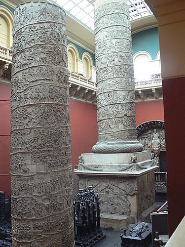 colonnes V&A.jpg
