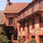 Vous devez absolument découvrir Collonges-la-Rouge, l'un des plus beaux villages de France