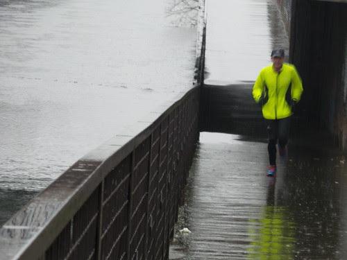 Una corsa sotto la pioggia by Ylbert Durishti