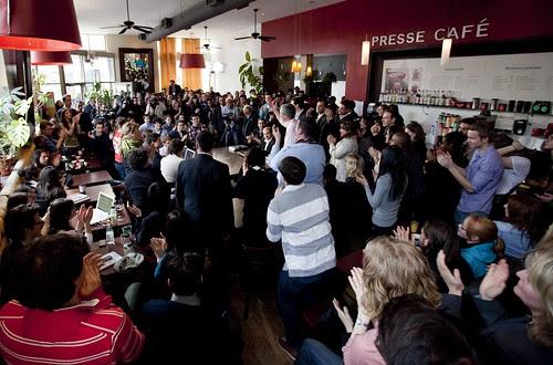 Montréal: Dialogue sur Facebook et au Presse Café // Live chat on Facebook and at the Presse Café