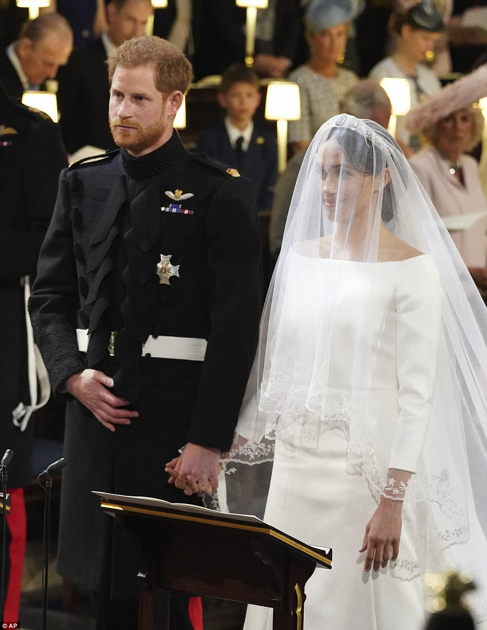 Harry no soltó las manos de su nueva esposa durante la emotiva ceremonia en Windsor
