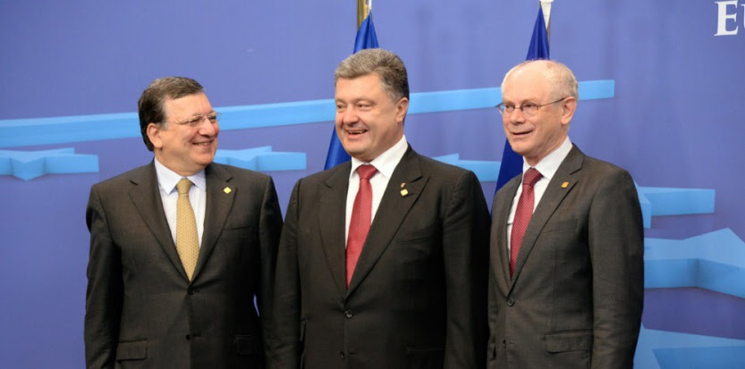 De gauche à droite : José Manuel Barroso, président de la commission européenne, Petro Poroshenko, président de l'Ukraine, et Herman Van Rompuy, président du conseil de l'Europe, réunis vendredi 27 juin pour la signature d'un accord