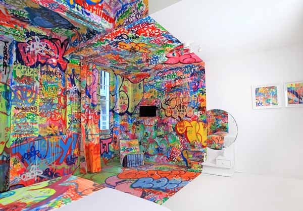 Colorful Bedroom Decorating Ideas by Graffiti Artists, Hotel Au ...