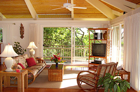 Ho'okipa Bayview Cottage living and entertainment room perfect for