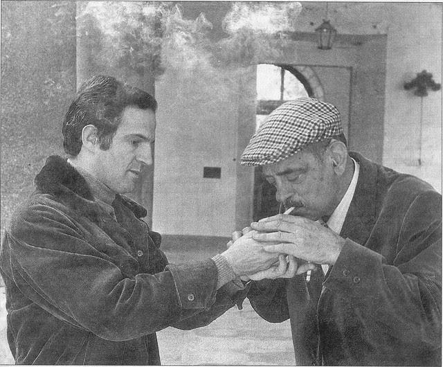Truffaut da fuego a Buñuel en un descanso del rodaje de Tristana en Toledo en el Hospital Tavera. Noviembre de 1969. Foto EFE