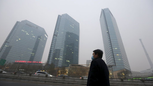 Chinese authorities boost smog alert level in Beijing - BBC News