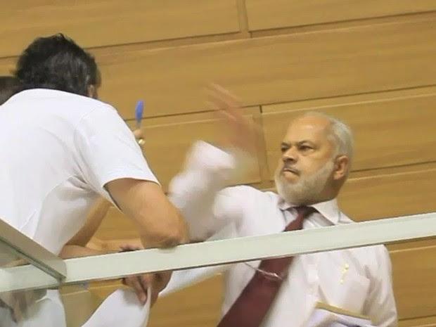 Vereador deu tapa em morador dentro da Câmara em Franca, SP (Foto: Dirceu Garcia/GCN)