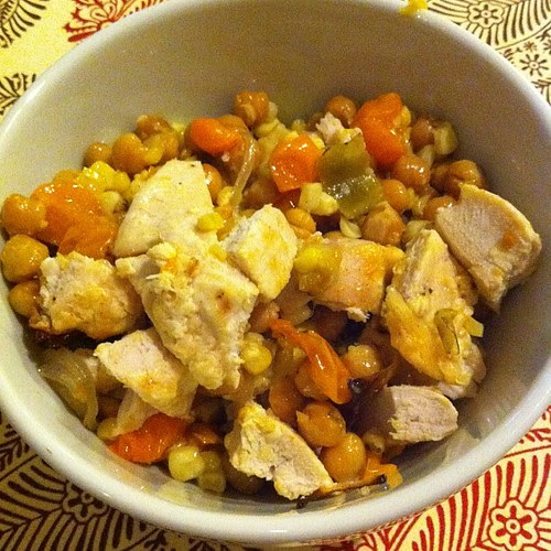Roasted Chickpea, Tomato, Corn & #Hatch Salad w/ Parmesan Greek Chicken #wfd