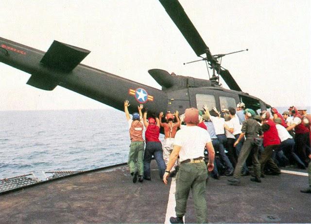 Tirar al mar los helicópteros para salvar a una familia