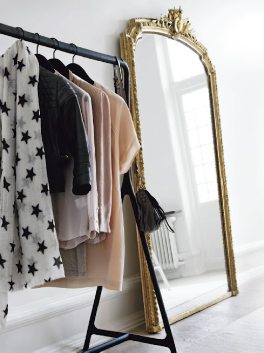 LE FASHION BLOG INTERIOR DESIGN HOME INSPIRATION CLOSET OPEN CLOSETS SCANDINAVIAN SWEDISH MINIMAL RACKS ORNATE GOLD GILDED WALL MIRROR LEANING NINA BERGSTEN STAR PRINT PARISIAN INSPIRED Marcus Lawett for Residence MAGAZINE 1