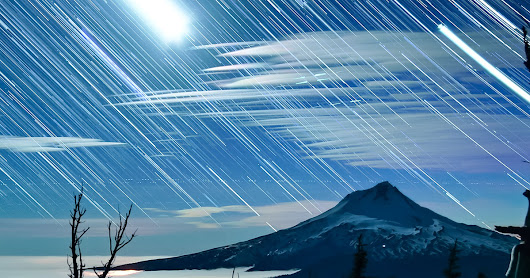 A Timelapse of Star Trails Swirling Over the Oregon Sky