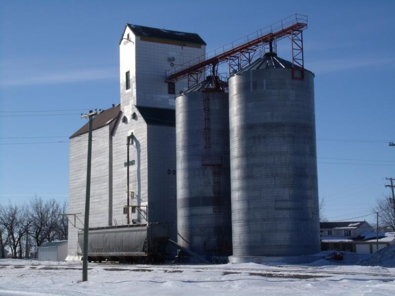 Domain grain elevator. Photo by Roger Workman