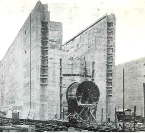 http://upload.wikimedia.org/wikipedia/commons/3/3c/Panama_Canal_Locks_Construct.jpeg