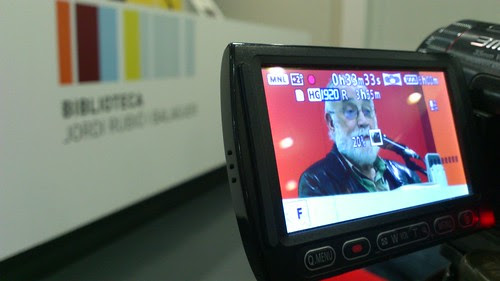 Grabando charla de Arcadi Oliveres a Sant Boi. by Media alcachofa