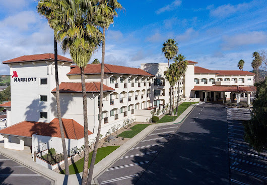 Staying at the Santa Ynez Valley Marriott Hotel in Buellton, California, United States of America, Hotels in Buellton