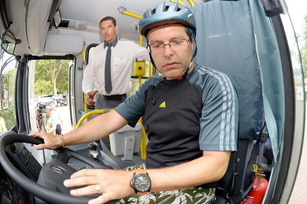 Ciclista experimenta como é estar no local de um motorista de ônibus. Foto: Divulgação BiciRio