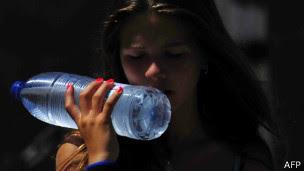 Realmente precisamos tomar dois litros de água por dia?