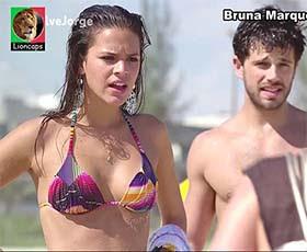 Bruna Marquezine super sensual em biquini na novela Salve Jorge