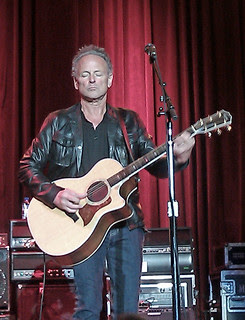 Lindsey Buckingham Concentrating at the Fillmore