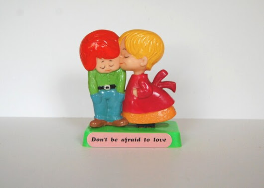 Vintage Russ Berries 1970's, Kitsch Figurine, Don't Be Afraid To Love, Little Couple Kissing