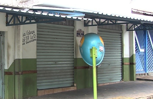 Dupla mata idoso a tiros em bar para roubar cordão de ouro, diz polícia em Goiânia, Goiás (Foto: Reprodução/TV Anhanguera)