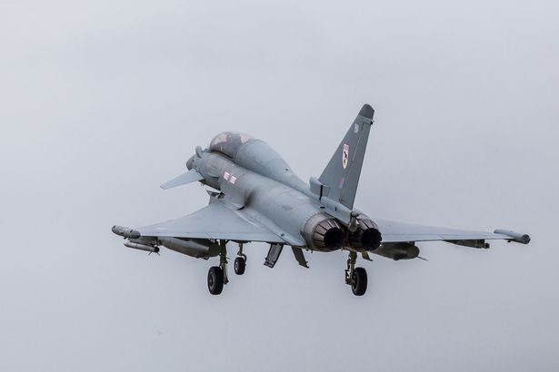 Tifoni la preparazione di discostarsi RAF Coningsby per le loro sortite quotidiane