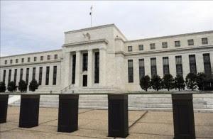 Fachada principal del edificio de la Reserva Federal, en Washington, (Estados Unidos). EFE/Archivo