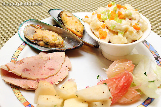 Salad, Mussels and Cold Ham