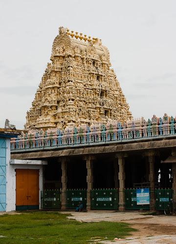 Mandapam structure