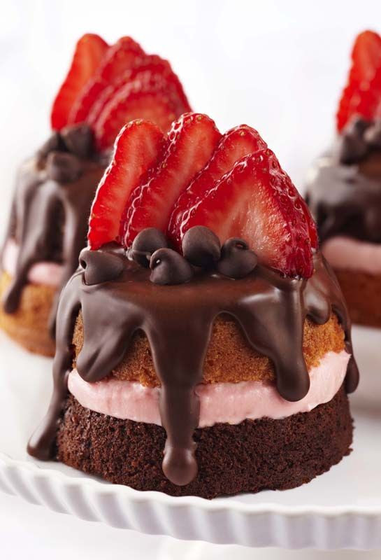 Mini Strawberry & Chocolate Party Cakes