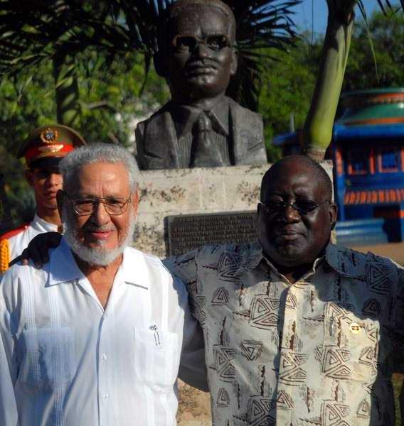 Risquet com Antonio Paulo Kassoma, chefe do Parlamento angolano, em Havana, 2011. Foto: Rádio Rebelde