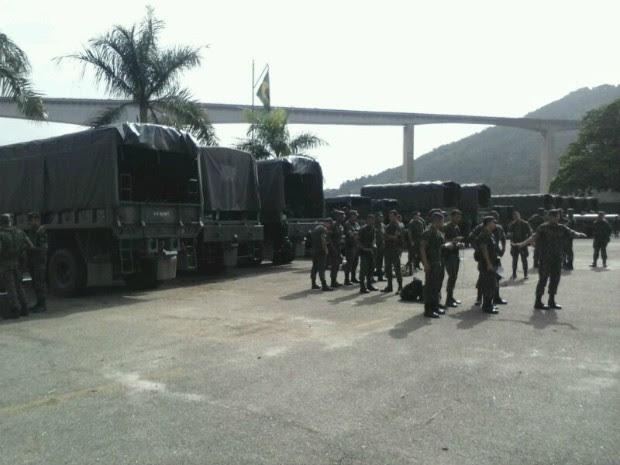 Militares do Exército do Rio de Janeiro chegaram ao Espírito Santo (Foto: Gabriela Ribeti/ TV Gazeta)
