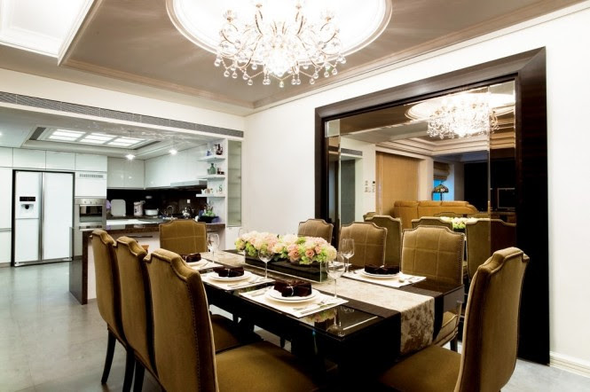 Traditional dining suite