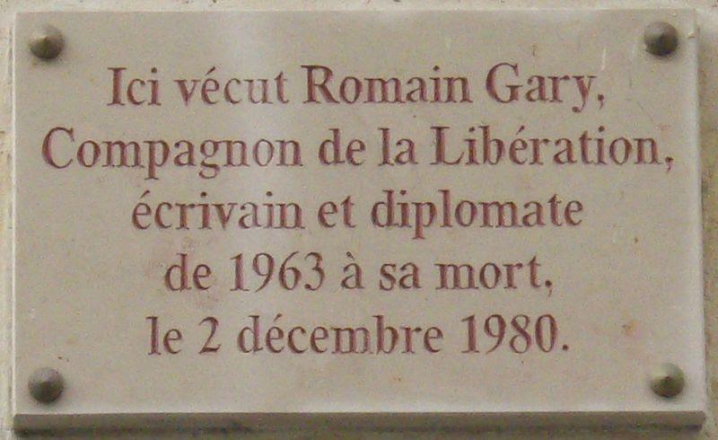 Fichier:Plaque Romain Gary, 108 rue du Bac, Paris 7.jpg