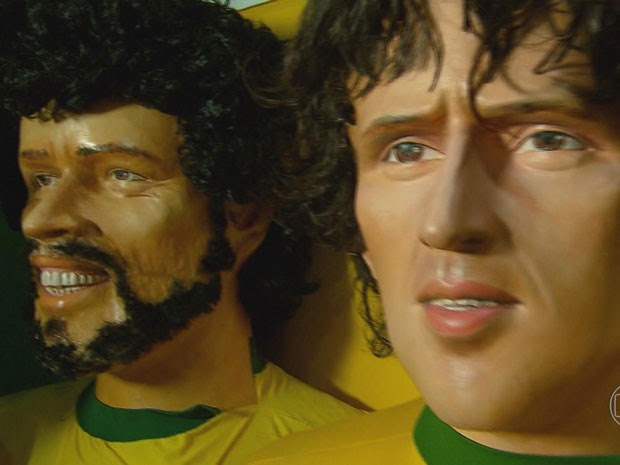 Sócrates, Zico, Neymar e Pelé estão entre os escalados para a seleção de gigantes (Foto: Reprodução/TV Globo)