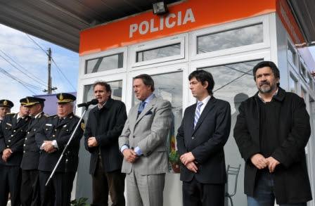 El Intendente de San Martín, Gabriel Katopodis, junto al ministro de Justicia y Seguridad bonaerense, Ricardo Casal, inauguró un destacamento policial en las calles Eva Perón y Einstein