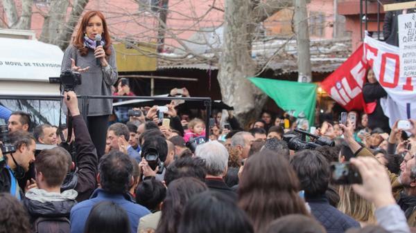 Cristina Kirchner durante un acto en la Villa 31.