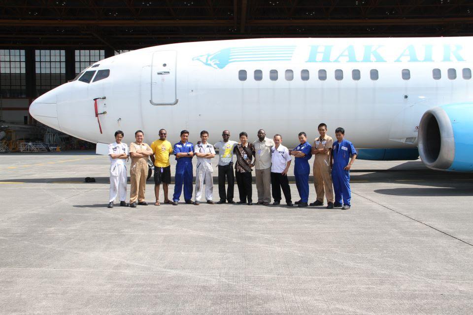 Hak Air 737-400