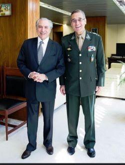 Michel Temer, presidente da república em exercício, e o general de exército Eduardo Dias da Costa Villas Bôas, comandante do Exército,  (Foto: Divulgação)