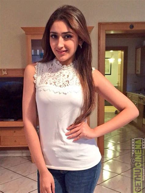 sayyeshaa aka sayesha saigal latest cute hd photo shoot