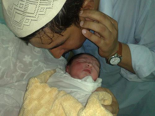 Hukum Tentang Adzan di telinga bayi baru lahir ...